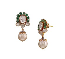 Gold earrings with polkis and emerald