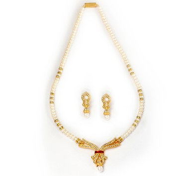 Pearls Necklace set with Earrings in White czs - H3370
